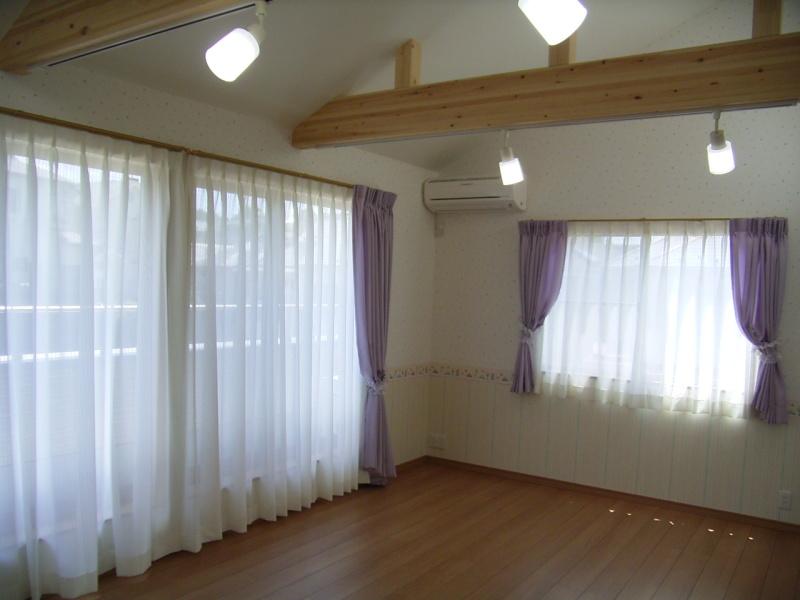 $秦 美穂子 のブログ-子供部屋カーテン施工例窓vivi2